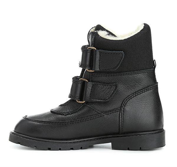 e7d239e56e1 Klassiske velcro-støvler i sort skind fra Rap. Støvlerne har dejligt varmt  uldfoer samt RAP-Tex membran, der gør den vandtæt. Derudover har den ekstra  grov ...