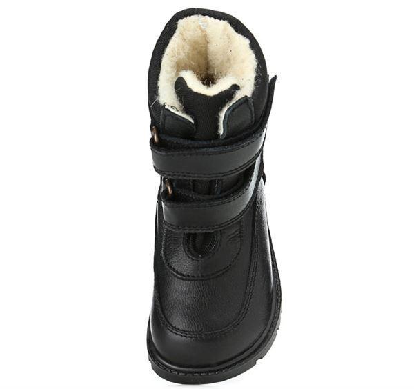 3fafc6120a9 Klassiske velcro-støvler i sort skind fra Rap. Støvlerne har dejligt varmt  uldfoer samt RAP-Tex membran, der gør den vandtæt. Derudover har den ekstra  grov ...
