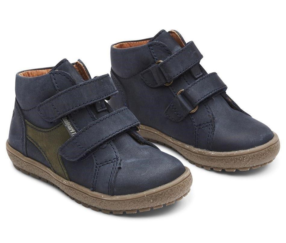 0b8aff0556a Seje velcrosko til drenge i marine / mørkeblåt olieret nubuck skind med  tex-membran, så fødderne forbliver tørre. Skoen har god højde - ala  basketstøvler ...
