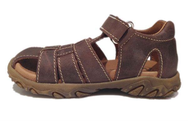 4c350b0b6f5c ... Naturino sandaler til drenge og. Flot klassisk drengesandal med  fleksibel gummisål og i lækker brunt skind. Sandalen har en velcrorem over  vristen