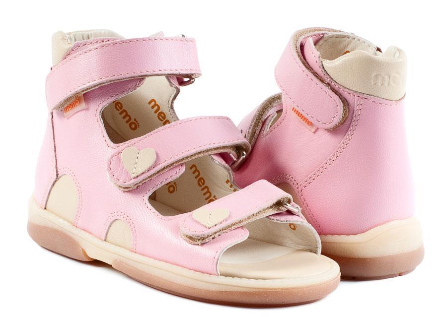 863052cee903 Søde pigesandal i lyserød beige skind fra Memo. Denne pigesandal har ekstra  højde på skaftet for god støtte samt forstærket hælkappe